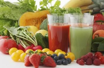 Homemade colon cleanse - drinking juices of fruits and vegetables.